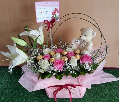Rangkaian Bunga Meja Lucu Unik Untuk Ulang Tahun Dengan Bunga Mawar
